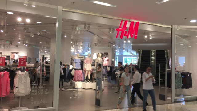 In 2017 the 10th anniversary of HM entering China the total number of new stores in mainland China will reach 410