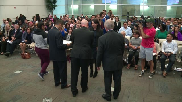 wgn in a 45minute naturalization ceremony in the loop 119 immigrants from 38 nations swore their allegiance to the united states becoming chicago's... - dick durbin stock videos & royalty-free footage