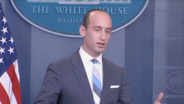 stockvideo's en b-roll-footage met in a discussion of president trump's plan to overhaul green card immigration policy white house senior advisor stephen miller gets into a heated... - persconferentie