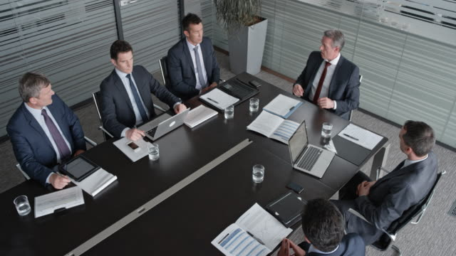 ld ceo in a meeting with five businessmen in the conference room - sala conferenze video stock e b–roll