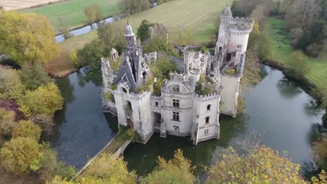 in a record breaking internet fundraiser the effort to save the flamboyant chateau poitevin has succeeded in bringing together some 25000... - record breaking stock videos & royalty-free footage