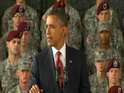 in a speech at fort bragg in north carolina, us president barack obama says they are committed to extend more opportunities for those who have served... - irak stock-videos und b-roll-filmmaterial