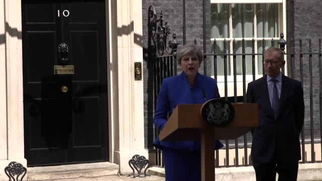 in a statement in downing street, the prime minister made clear that she would rely on the support of the democratic unionist party in order to get... - democratic unionist party 個影片檔及 b 捲影像
