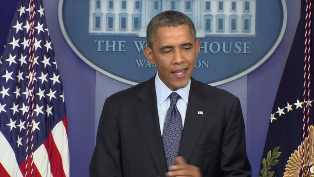 vídeos de stock e filmes b-roll de in a televised address president barack obama explains the dangers of not raising the debt ceiling during the 2013 government shutdown - united states and (politics or government)