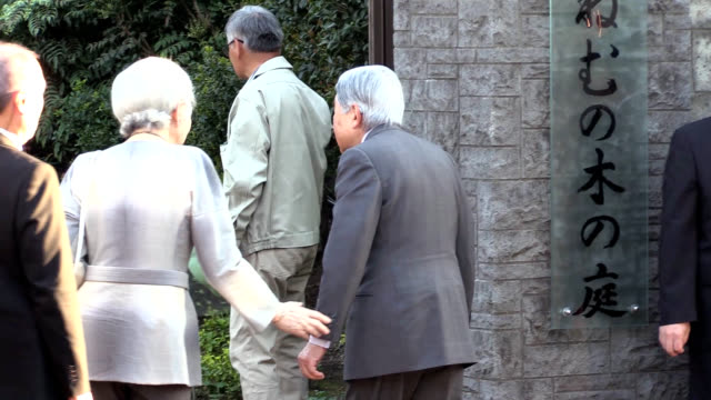 in a trip down memory lane emperor akihito and empress michiko admired budding roses including a variety named after michiko in a garden on the... - 訪問点の映像素材/bロール