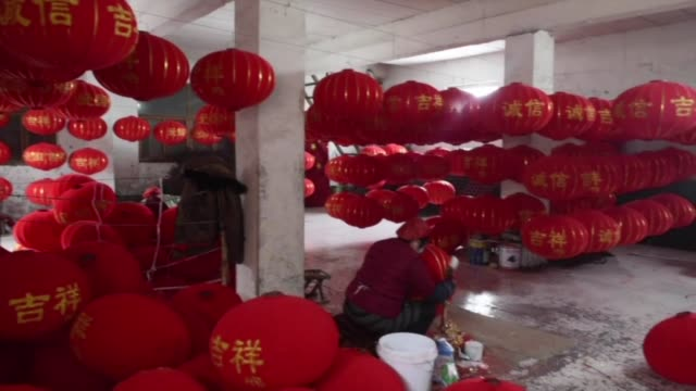 in a village called the lantern capital of china workshops have been churning out the pumpkin shaped lamps for the past two months in preparation for... - chinesisches laternenfest stock-videos und b-roll-filmmaterial