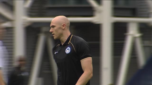 vidéos et rushes de in action for wigan athletic during a pre-season friendly against preston north end in july 2011 striker conor sammon at deepdale on september 22,... - lancashire