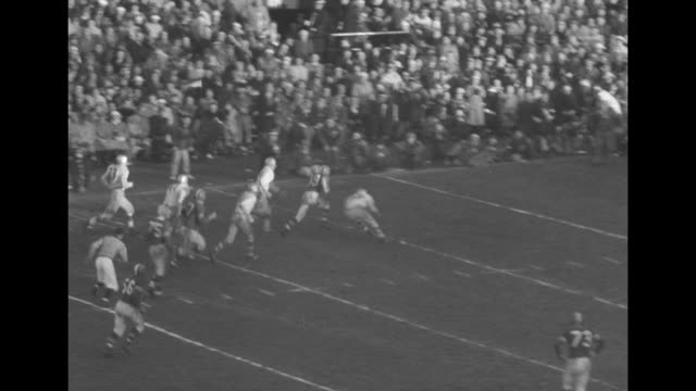 in action on field in varsity stadium montreal alouettes' sam etcheverry completes pass receiver eludes tacklers and runs down field close to goal... - scrambling bildbanksvideor och videomaterial från bakom kulisserna