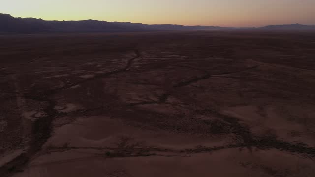 stockvideo's en b-roll-footage met in an aerial view, polygonal blocks of giant desiccation cracks , as geologists have dubbed them, are seen near red lake on june 28, 2021 north of... - aquifer