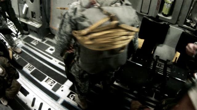 vídeos de stock, filmes e b-roll de in an airplane, getting ready to jump out - uniforme militar