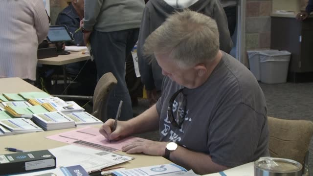 stockvideo's en b-roll-footage met in an effort to ensure that as many people as possible can vote on super tuesday and in future elections california has opened new polling places... - santa clarita