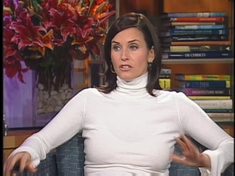 "in an interview, ""friends"" star courteney cox arquette speaks about the tv show. - television show stock-videos und b-roll-filmmaterial"