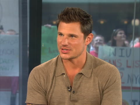 vídeos y material grabado en eventos de stock de in an interview singer actor nick lachey speaks about hosting macyõs fourth of july fireworks spectacular. lachey also speaks about his tv show on... - concurso television