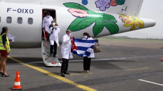 vídeos de stock, filmes e b-roll de in an unprecedented move for the french oversees territory cuban doctors arrive in martinique to help tackle the coronavirus epidemic and alleviate... - territórios ultramarinos franceses