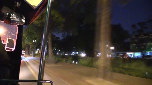vídeos de stock e filmes b-roll de in chiang mai, northern thailand. - vala