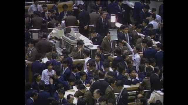 in december the tokyo stock exchange was filled with excitement for the soaring share price which turned out to be a bubble in later - 1980~1989年点の映像素材/bロール