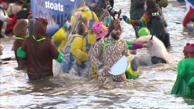 stockvideo's en b-roll-footage met in edinburgh the annual 'loony dook' event in the firth of forth river didn't disappoint with weird and wonderful costumes in abundance shows loony... - human interest