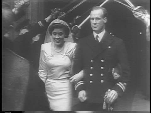 in england, king george vi and queen elizabeth greeting a line of people / crane being used at a coal mine, crane dumps coal / king and queen... - 1942年点の映像素材/bロール