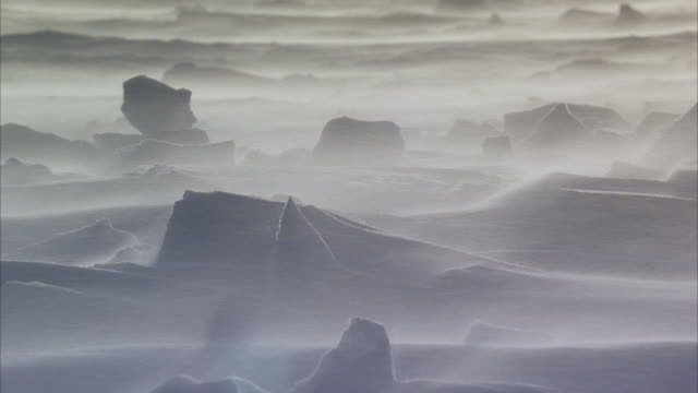 stockvideo's en b-roll-footage met ms in frozen artic landscape blowing winds and snow - arctis