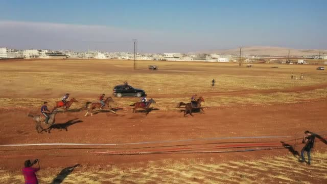 in idlib province of syria which is home to many displaced civilians due to ongoing regime attacks residents have organized a horseracing activity in... - ウマ科点の映像素材/bロール