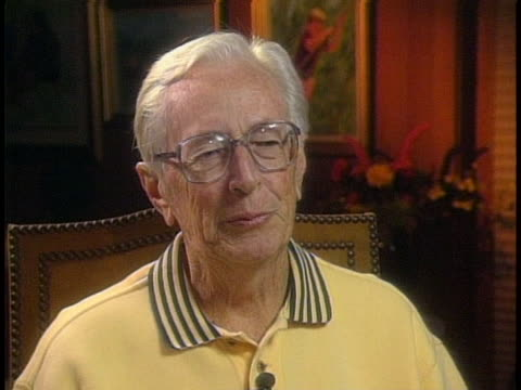 in interview peanuts cartoonist charles schulz says i was just astounded that people should have thought this much about what i have been doing all... - カトゥーニスト点の映像素材/bロール