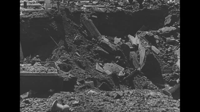 vidéos et rushes de vo in italian / buildings hit by bombs during world war ii / cemetery / basilica of st lorenzo before and after / [note film has nitrate... - démoli