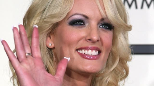 in its first response to a primetime interview watched by more than 21 million americans the white house hits back at porn star stormy daniels... - stormy daniels video bildbanksvideor och videomaterial från bakom kulisserna