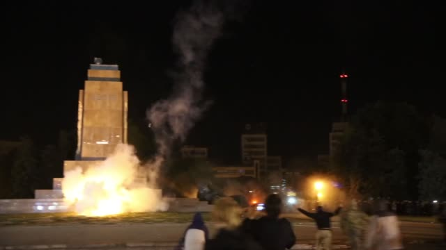 WS In Kharkiv – Ukraine's secondlargest city antiRussian protesters pulled down and destroyed a 28 feet tall statue of Lenin A crowd that had...