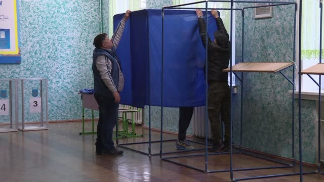 in kiev election officials set up polling stations ahead of the second round of a presidential election as ukraine readies for a change in leadership... - stinging stock videos & royalty-free footage