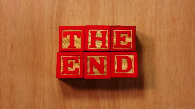vidéos et rushes de the end in letter blocks. - jeu de construction