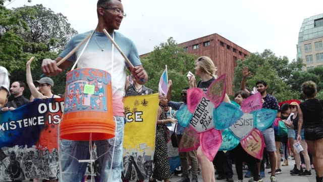 in light of pride month and the upcoming gay pride march in new york city hundreds gathered from the lgbt community at washington square park in... - soziale gerechtigkeit stock-videos und b-roll-filmmaterial