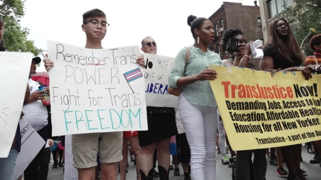 vidéos et rushes de in light of pride month and the upcoming gay pride march in new york city hundreds gathered from the lgbt community at washington square park in... - trans