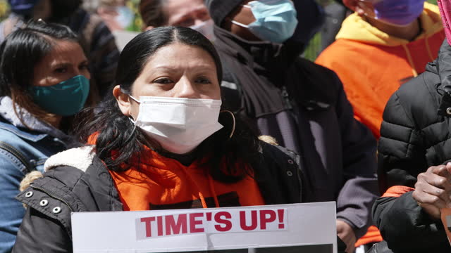 in light of the current moratorium eviction deadline of may 1, 2021 activists from make the road new york, displaced tenants and tenants at risk of... - scadenza video stock e b–roll