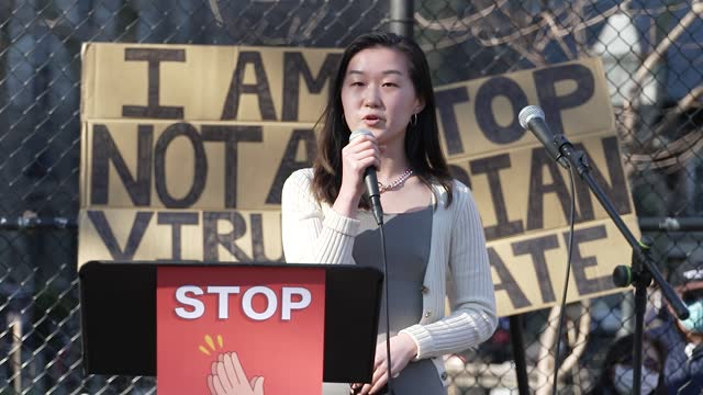stockvideo's en b-roll-footage met in light of the recent rise in anti-aapi hate crimes and in response to the attack in atlanta, georgia, a large crowd gathers in manhattan... - east asian ethnicity