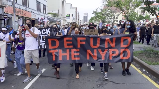 in light of the worldwide protests sparked by the death of george floyd, university age cuny students and teachers demand the defunding of the nypd... - demonstrant stock-videos und b-roll-filmmaterial