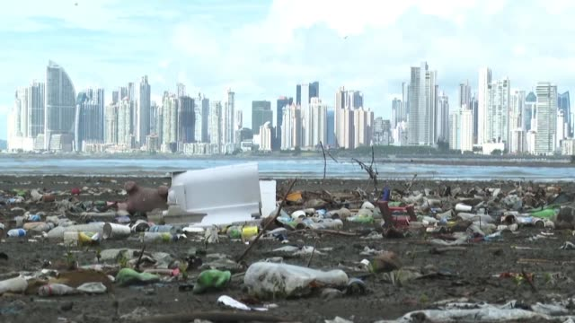 vídeos y material grabado en eventos de stock de in panama local organizations and community leaders fight to keep their rivers and beaches clean from garbage but it is an uphill battle as it is... - fighting men: keep it clean