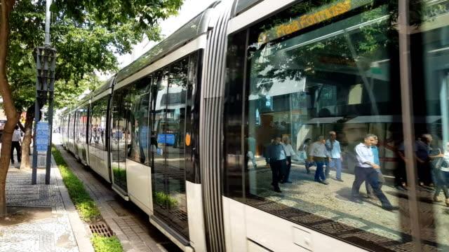 vídeos y material grabado en eventos de stock de vlt en el centro de río de janeiro - tranvía