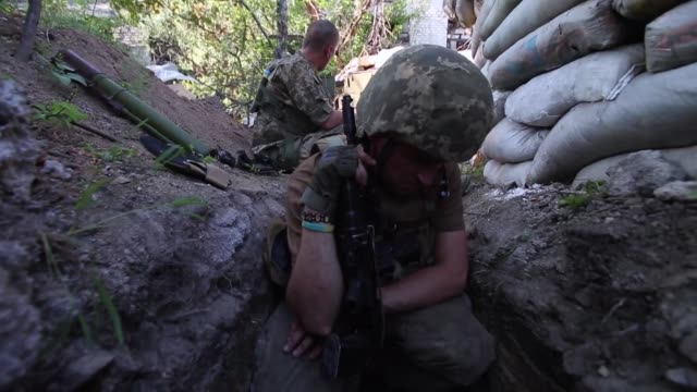 in spite of the ceasefire the ukrainian army continues to fight rebel forces in eastern ukraine in the region of donetsk near the town avdiivka which... - ukraine stock-videos und b-roll-filmmaterial
