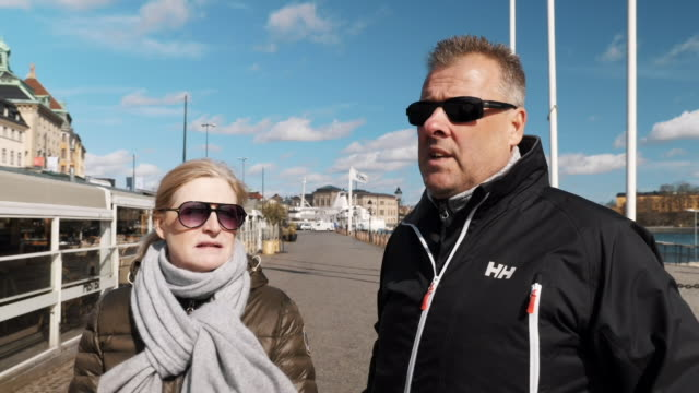 in sweden, the government is taking a very different approach to other countries - people are continuing to go outside, travel to work and meet with... - svezia video stock e b–roll