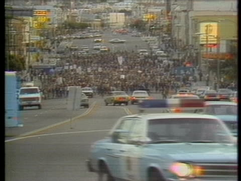 in the aftermath of harvey milk's assassination, san francisco's outraged, gay community takes to the streets demanding justice following dan white's... - human rights or social issues or immigration or employment and labor or protest or riot or lgbtqi rights or women's rights stock videos & royalty-free footage
