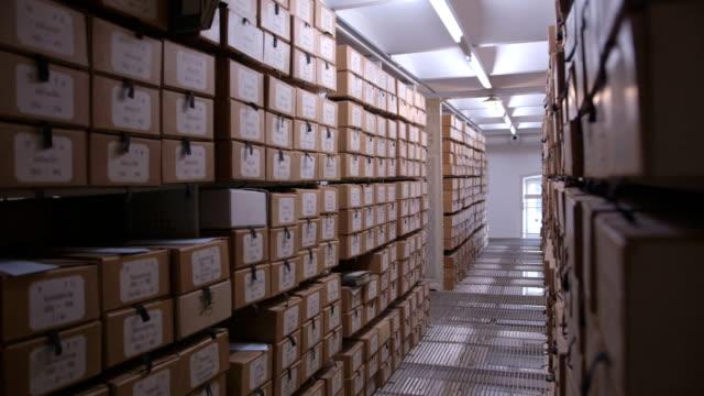 vidéos et rushes de dans les archives - salle des archives