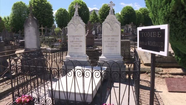 vídeos y material grabado en eventos de stock de in the charlevillemezieres western cemetery the guard bernard colin watches over the french poet arthur rimbaud's grave and conscientiously picks up... - formato buzón