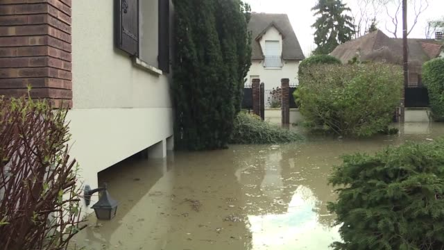 In the city of Gournay sur Marne about 25 kilometers east of Paris the flooded Marne river inundates the basements of several residences