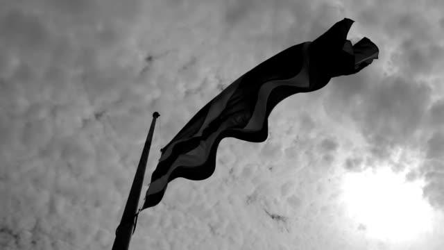 vidéos et rushes de dans la journée de la thaïlande a perdu quelqu'un d'important - hospital corpsman