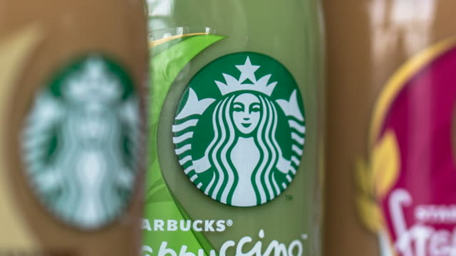 vídeos y material grabado en eventos de stock de in the first quarter of 2017 targeting to the chinese consumers starbucks introduced new tastes of bottled frappuccino which doubled the business of... - embalaje