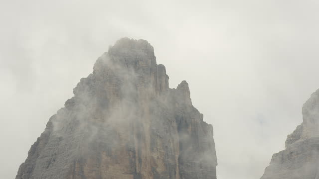 in the fog shrouded mountains, dolomites in south tyrol - tre cimo di lavaredo stock videos & royalty-free footage