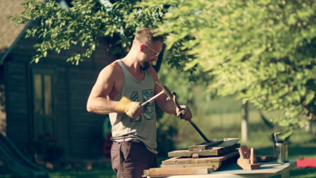diy in the garden. renovating old wooden furniture - giardinaggio video stock e b–roll