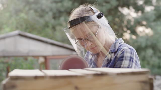 diy i trädgården - trädgårdshandske bildbanksvideor och videomaterial från bakom kulisserna