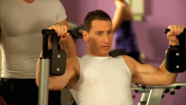 DOLLY HD: Im Fitnessraum
