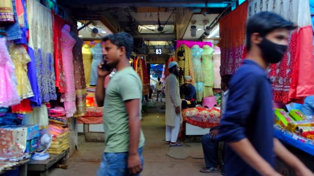 in the heart of old delhi, chandni chowk is a busy shopping area with markets full of spices, dried fruit, silver jewelry and vivid saris, while the... - indian ethnicity点の映像素材/bロール